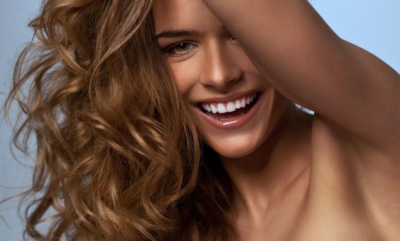 Latem włosy rosną szybciej niż jesienią i zimą /123RF/PICSEL