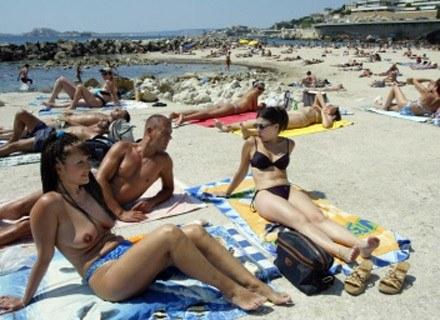 Lato sprzyja labie - najlepiej na plaży... /AFP