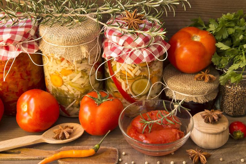 Lato to idealna pora, by przygotować marynowane warzywa na zimę /123RF/PICSEL