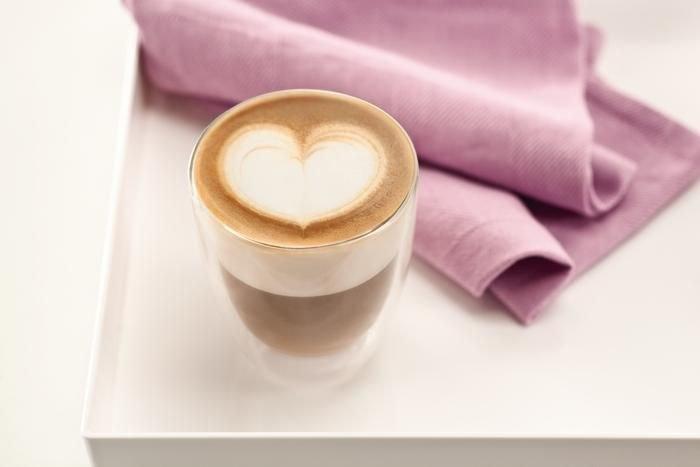 Latte Art to dekorowanie kawy odpowiednio wlewanym mlekiem /materiały prasowe
