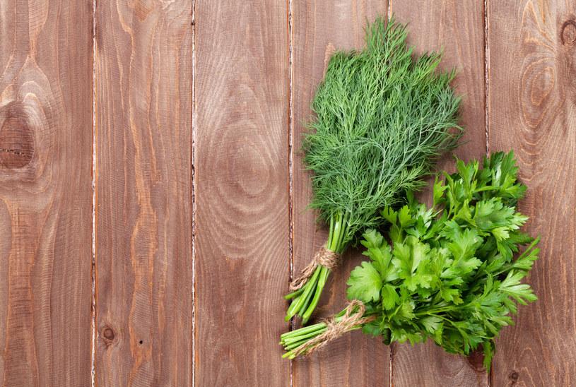 Łatwe triki sprawią, że zielenina nie będzie więdła tak szybko /123RF/PICSEL