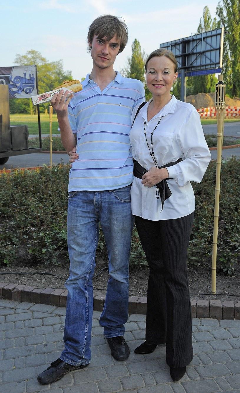 Laura Łącz z synem, 2009 r. /East News