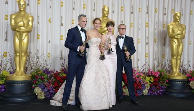 Laureaci Oscarów - Daniel Day-Lewis, Jennifer Lawrence, Anne Hathaway i Christoph Waltz /AFP