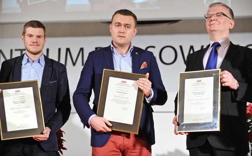 Laureat Nagrody Watergate Piotr Nisztor oraz wyróżnieni Krzysztof Świątek i Grzegorz Kostrzewa Zorbas /Marcin Obara /PAP