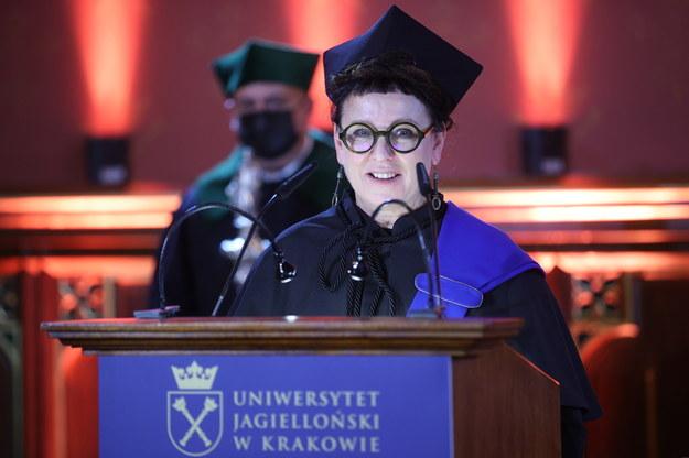 Laureatka Nagrody Nobla w dziedzinie literatury Olga Tokarczuk podczas uroczystości wręczenia jej tytułu doktora honoris causa w Auli Collegium Novum UJ Krakowie. /Łukasz Gągulski /PAP