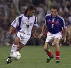 Laurent Blanc (z prawej) i Roberto Baggio podczas meczu Francja - Reszta Świata