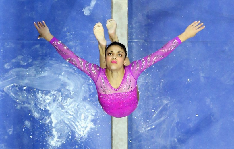 Laurie Hernandez to jedna z zawodniczek, która wywalczyła złoto w drużynie /AFP