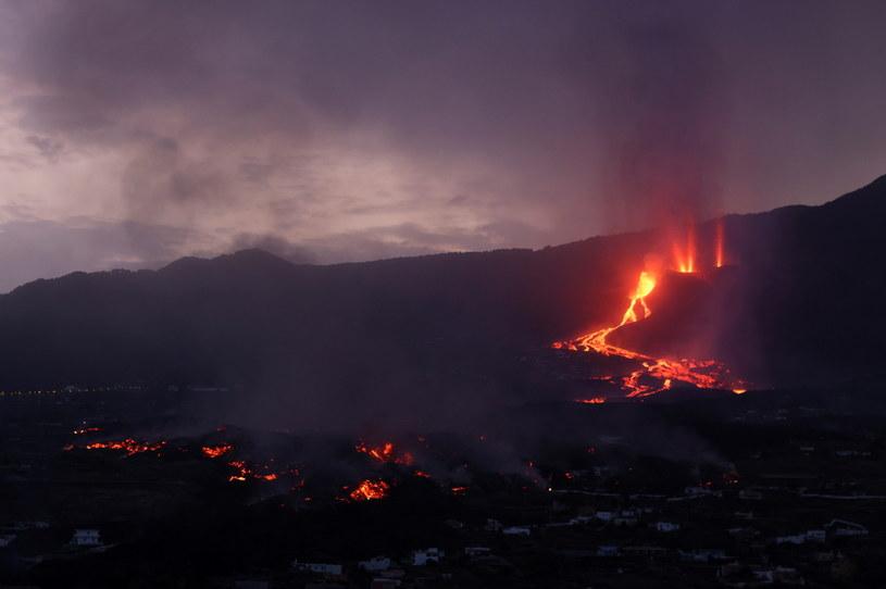 Lawa wypływająca z krateru wulkanu na La Palmie / NACHO DOCE/Reuters /Agencja FORUM