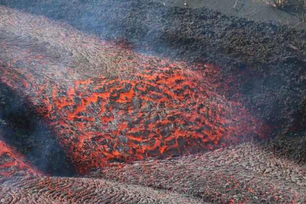 Lawa wypływająca z wulkanu. /INVOLCAN HANDOUT /PAP/EPA