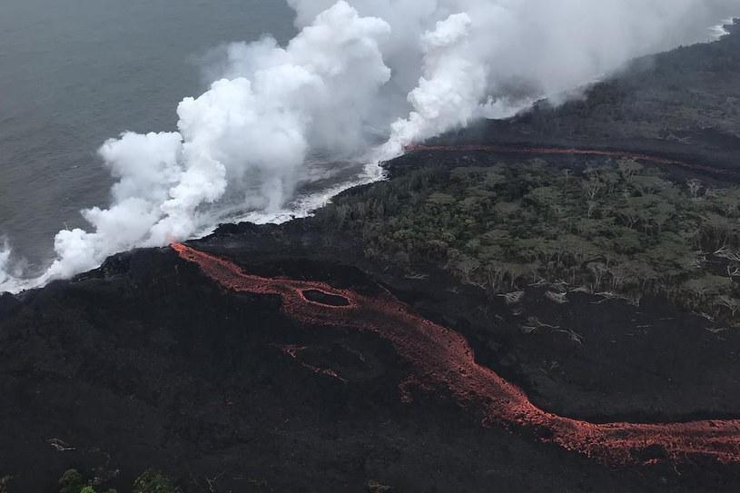 Lawa z wulkanu Kilauea dotarła już do oceanu /materiały prasowe