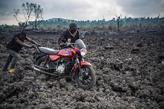 Lawa zniszczyła wiele domów /Michel Lunanga /PAP/EPA