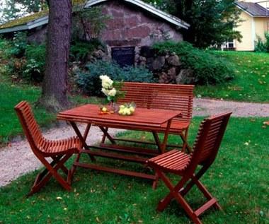 Ławeczka w ogrodzie - olejowanie drewna