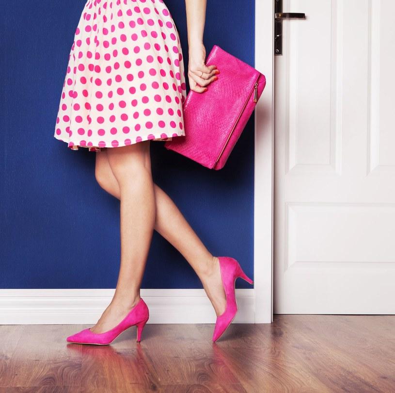 Lawenda, torebki herbaty, a nawet żwirek - te wszystkie produkty pomogą ci zadbać o buty /123RF/PICSEL