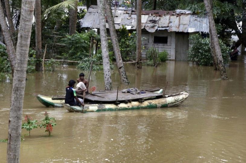 Lawiny błotne to skutek trwającej na Sri Lance powodzi /M.A.PUSHPA KUMARA /PAP/EPA