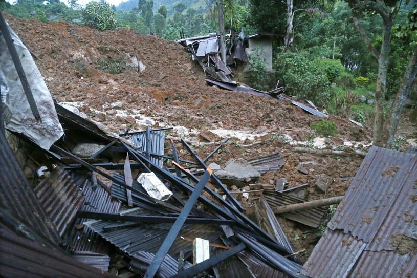 Lawiny błotne towarzyszą na Sri Lance ulewnym deszczom monsunowym /AFP