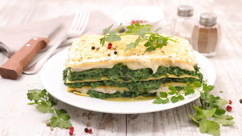 Lazania wegetariańska z dwoma serami /123RF/PICSEL