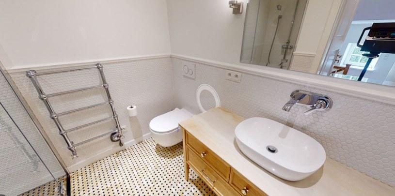 Łazienka na piętrze po remoncie /materiał zewnętrzny