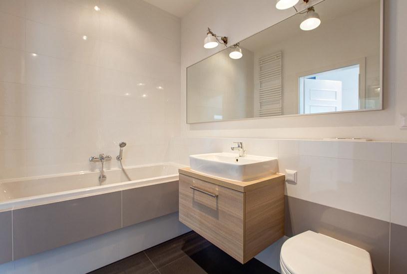 łazienka w bieli /materiały prasowe