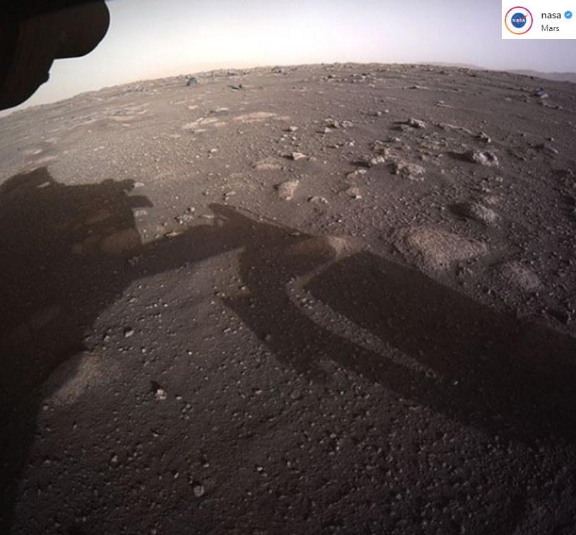 Łazik Perseverance - dobrej jakości zdjęcie z powierzchni Marsa /NASA