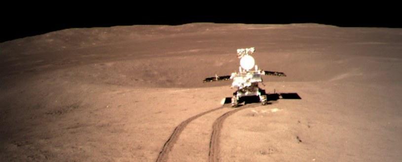 Łazik Yutu-2 po niewidocznej z Ziemi stronie Księżyca /NASA