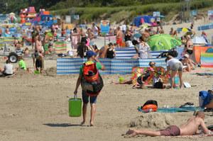 Łeba: Sprzedawca kukurydzy pobity na plaży. Był dla nich konkurencją