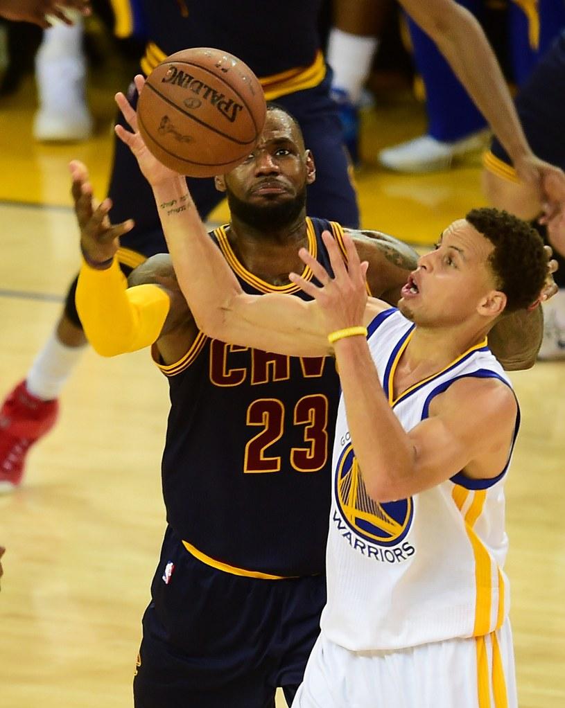 LeBron James i Stephen Curry w pierwszym meczu wielkiego finału NBA /AFP