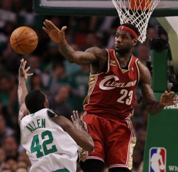 LeBron James opuszcza Cleveland Cavaliers. Chce podbić NBA z Miami Heat /AFP