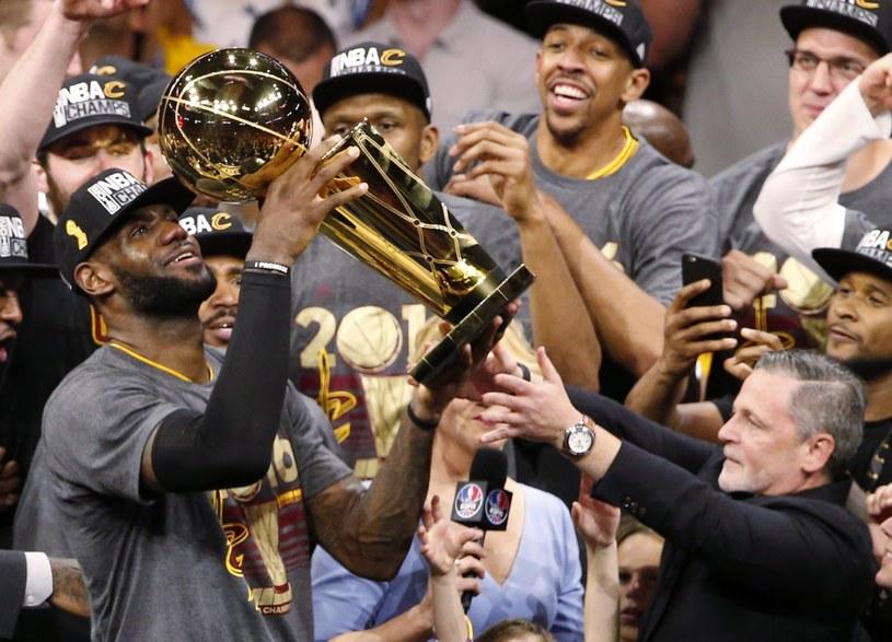"""LeBron James poprowadził """"Kawalerzystów"""" do mistrzostwa NBA /PAP/EPA"""