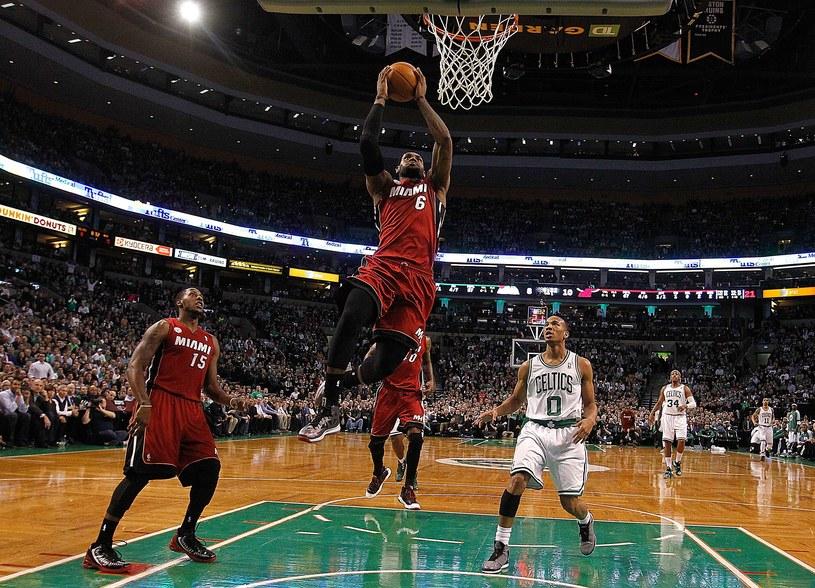 LeBron James poprowadził Miami Heat do zwycięstwa nad Boston Celtics /AFP