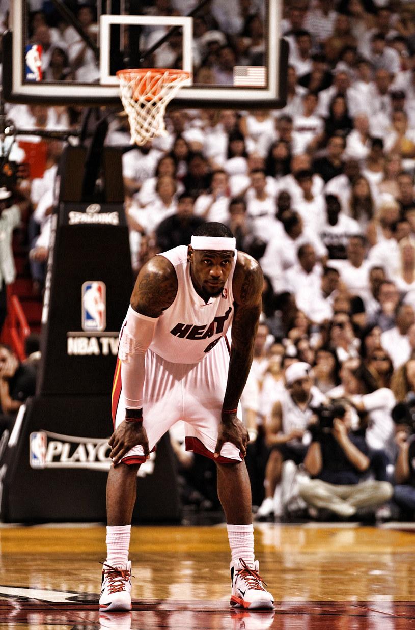 LeBron James z Miami Heat po raz trzeci w karierze zostanie uznany najwartościowszym (MVP) koszykarzem ligi NBA /AFP