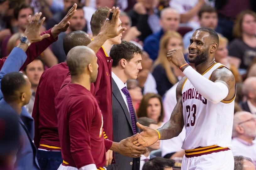 LeBron James (z prawej) /AFP