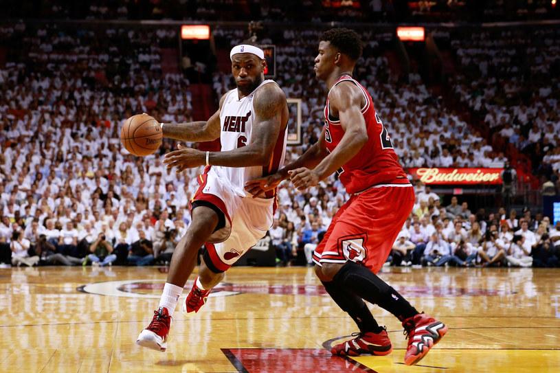 LeBron James zdobył 19 punktów w drugim meczu z Chicago Bulls /AFP