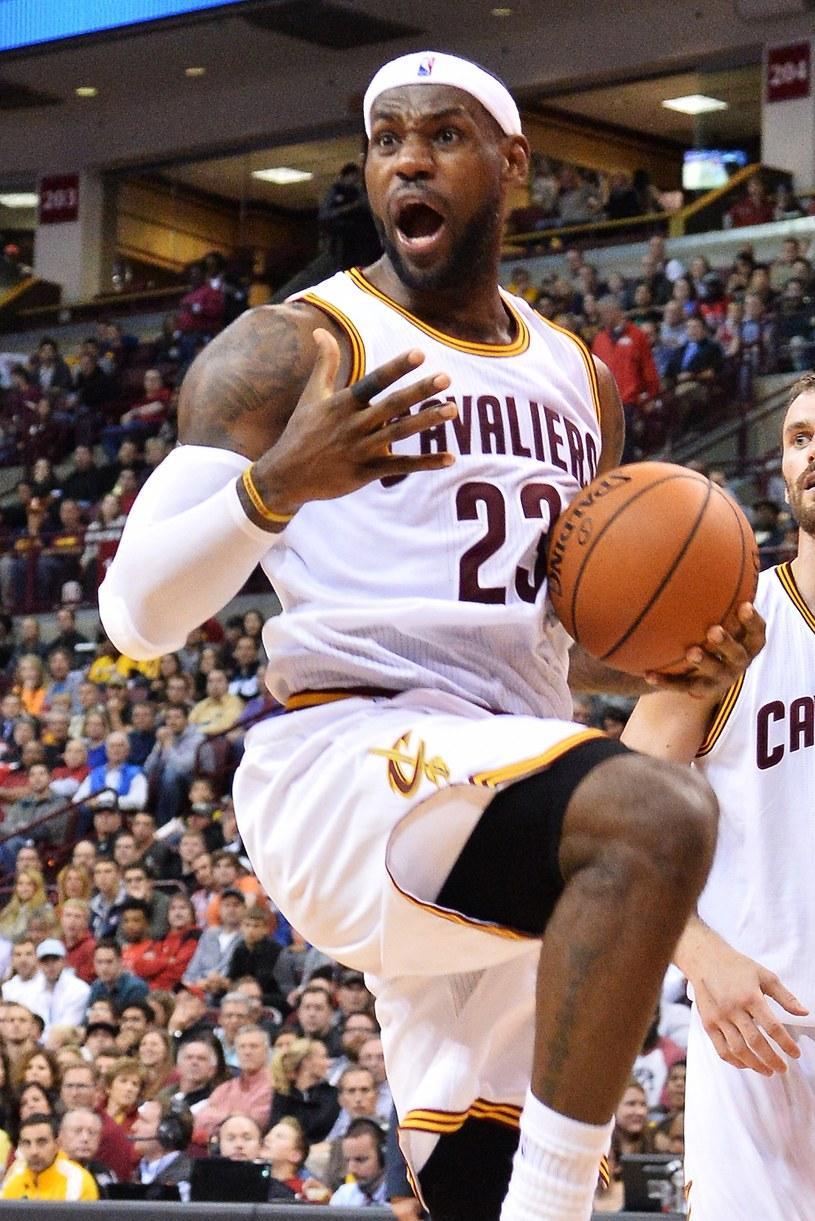 LeBron James znów w koszulce Cleveland Cavaliers /AFP
