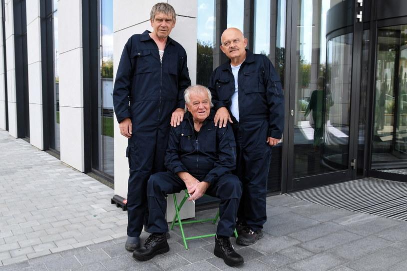 """Lech Dyblik, Marian Dziędziel i Adam Ferency na planie """"Napadu"""" /Jacek Bednarczyk   /PAP"""