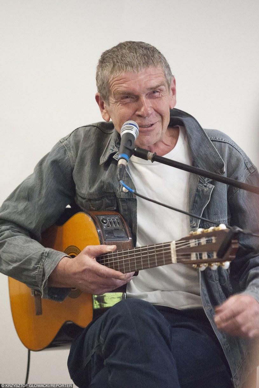 Lech Dyblik śpiewa piosenki swojego dzieciństwa /Krzysztof Głowacki /Reporter