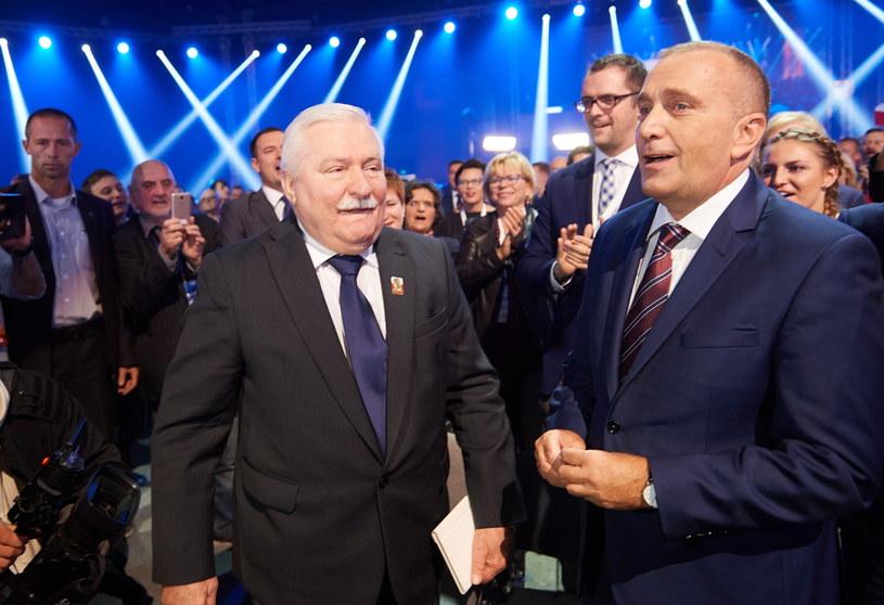 Lech Wałęsa i Grzegorz Schetyna /Adam Warżawa /PAP