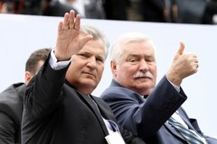 Lech Wałęsa na Placu Zamkowym na obchodach 25-lecia Wolności