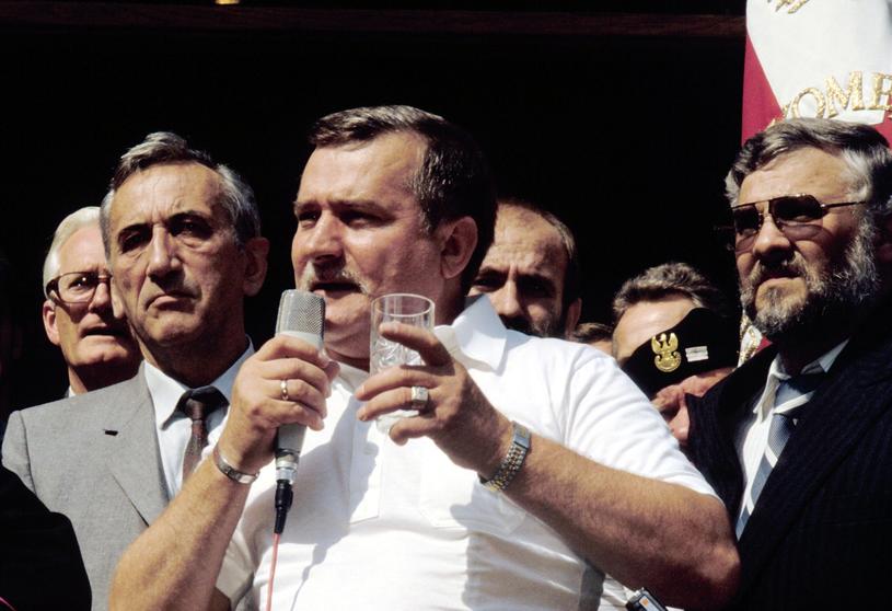 """""""Lech Wałęsa o PGR-ach powiedział, że to symbol komunizmu, trzeba zlikwidować. K**wa, dlaczego wszystkie pozamykali?"""" /East News"""