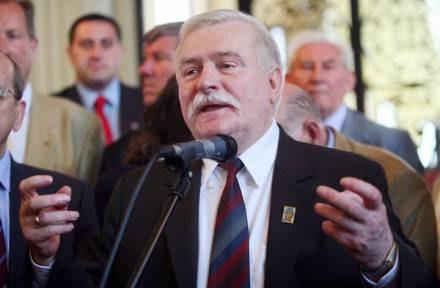 Lech Wałęsa samotnie obchodził rocznicę również rok temu /AFP