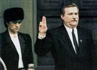 Lech Wałęsa składa przysięgę prezydencką, 22 XII 1990 r. /Encyklopedia Internautica