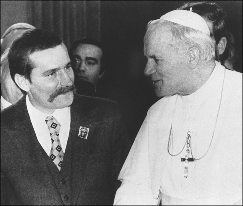 Lech Wałęsa w czasie spotkania z Janem Pawłem II w 1981 r. /AFP/EAST NEWS /East News