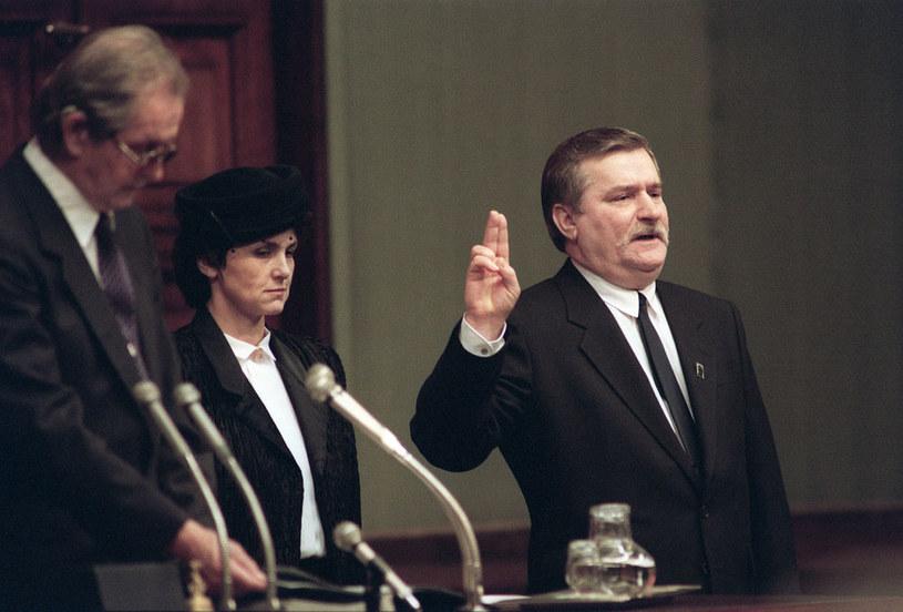 Lech Wałęsa zaprzysiężony na urząd prezydencki /AFP