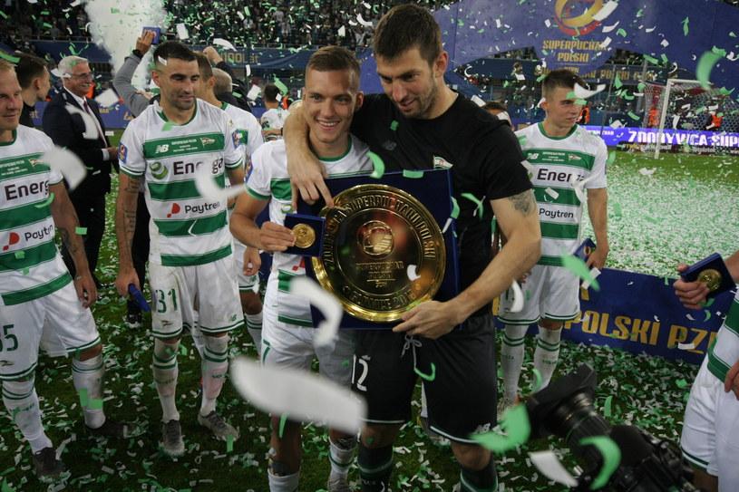 Lechia sezon rozpoczęła od wygranej w Superpucharze. Na zdjęciu dwaj bohaterowie tamtego meczu - Lukasz Haraslin i Duszan Kuciak /MARZENA BUGAŁA-AZARKO /East News