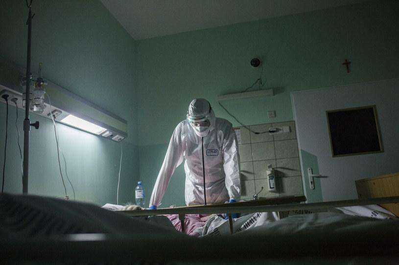 Leczenie w szpitalu zakaźnym; zdjęcie ilustracyjne /MAREK BEREZOWSKI/REPORTER /East News