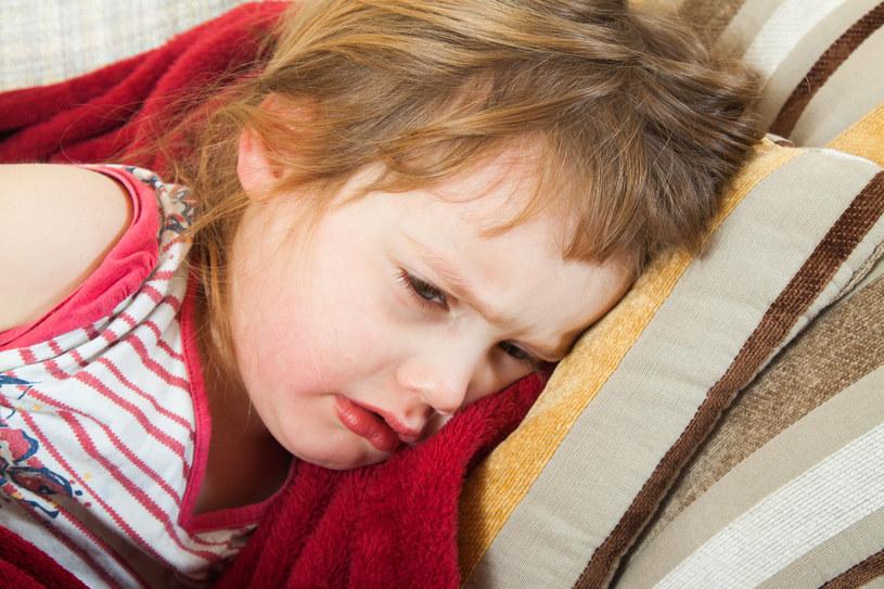 Leczenie wrzodów u maluchów polega na podawaniu antybiotyków /123RF/PICSEL