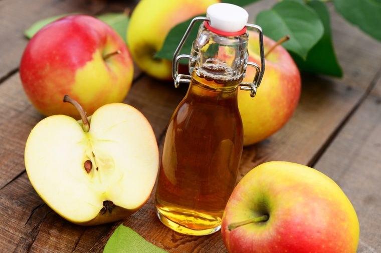 Leczniczy ocet jabłkowy /© Photogenica
