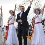 Lednica: Prezydent podarował młodym flagi i zatańczył pod Bramą-Rybą