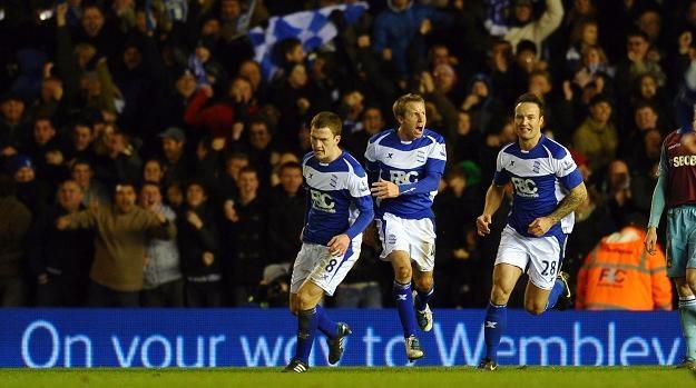 Lee Bowyer (w środku) fetuje gola strzelonego West Hamowi. /AFP