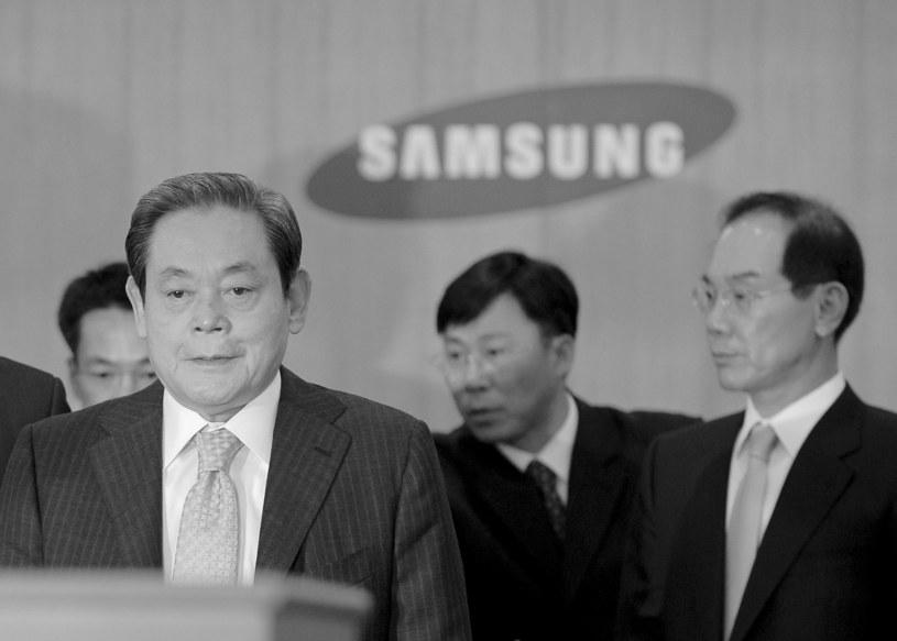 Lee Kun-hee na pierwszym planie, 2008 r. /AFP