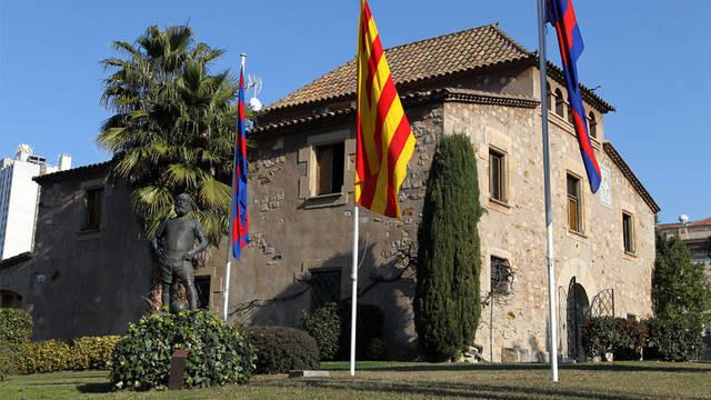 Legendarny budynek La Masia - internat dla młodych zawodników Barcelony /AFP